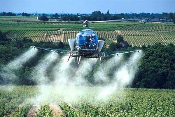 irrorazione-pesticidi-con-elicottero